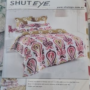 Queens quilt cover set